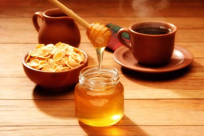 Мед в кофе: преходящее увлечение или здоровый выбор?