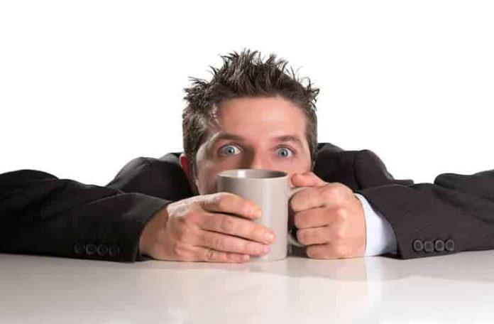Какой тип кофе содержит больше кофеина?